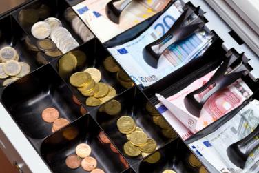 Банките в Гърция все още с ограничения